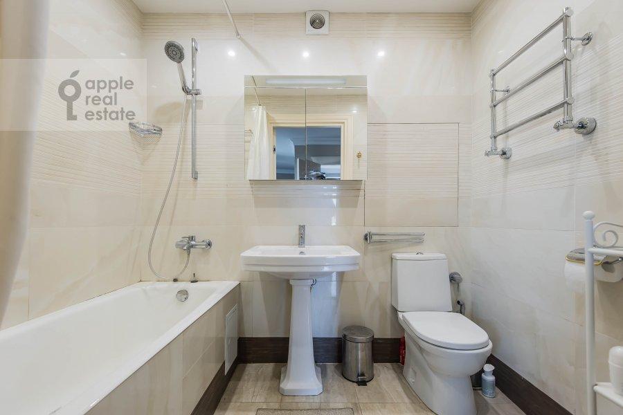 Bathroom of the 2-room apartment at Gagarinskiy per. 27