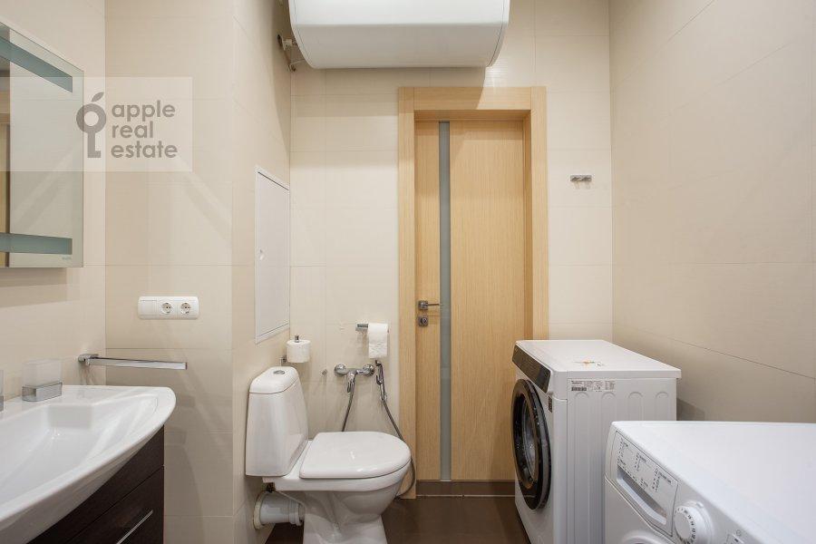 Bathroom of the 3-room apartment at Arbat ul. 15/43