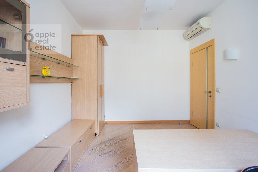 Children's room / Cabinet of the 3-room apartment at Arbat ul. 15/43