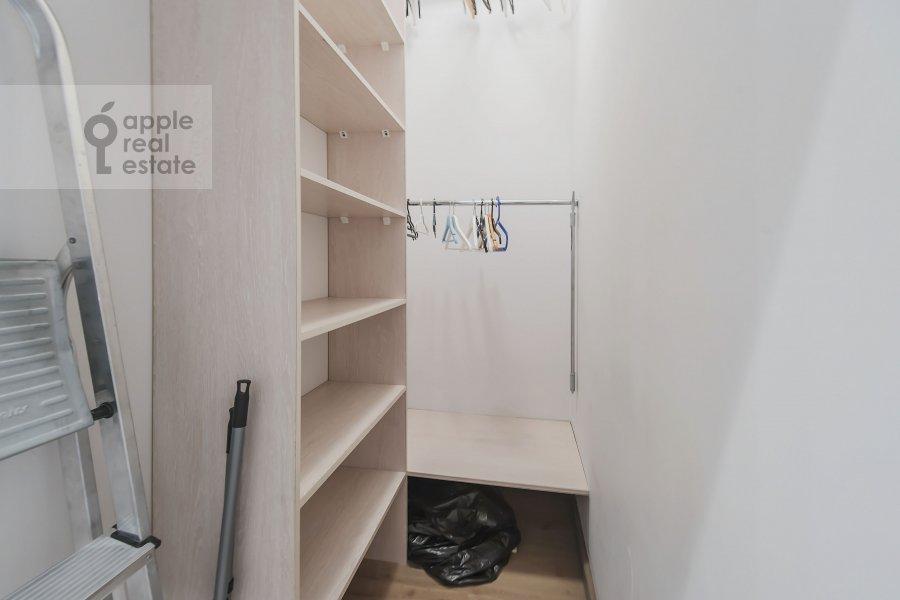 Гардеробная комната / Постирочная комната / Кладовая комната в 3-комнатной квартире по адресу Кутузовский проспект 23