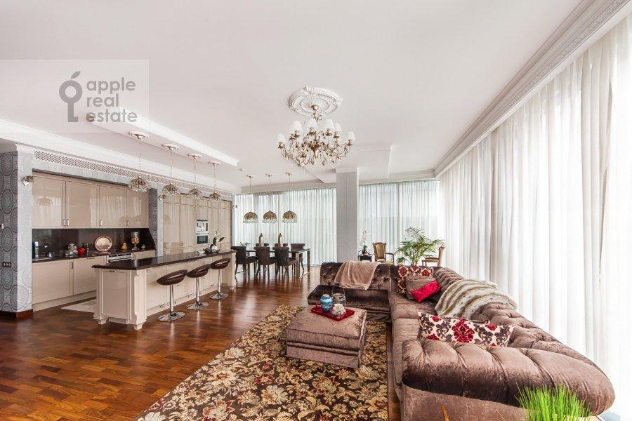 Living room of the 4-room apartment at Tsvetnoy bul'v. 2k1