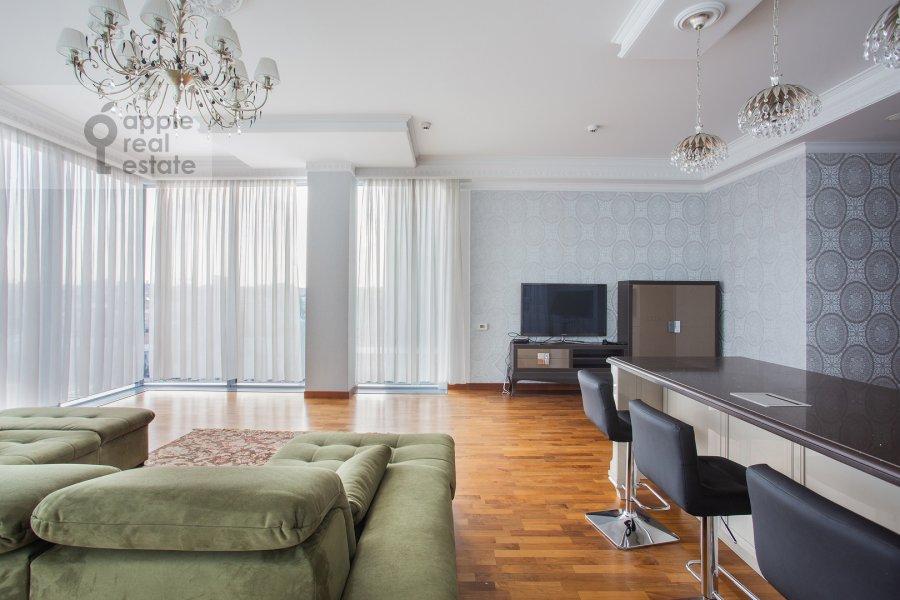 Living room of the 4-room apartment at Tsvetnoy bul'var 2