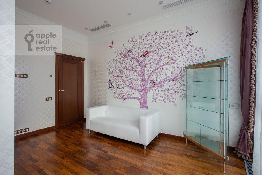 Children's room / Cabinet of the 4-room apartment at Tsvetnoy bul'var 2