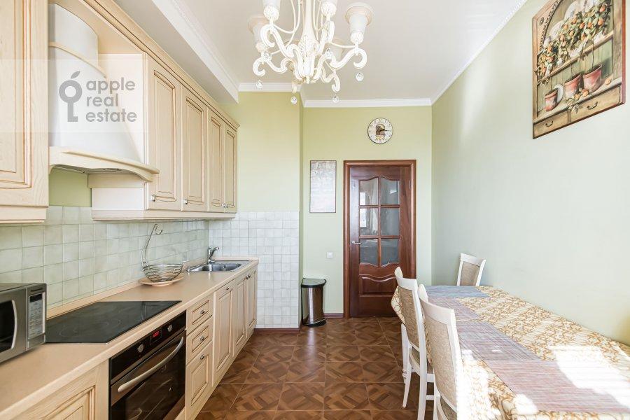 Kitchen of the 2-room apartment at prospekt Vernadskogo 105k4