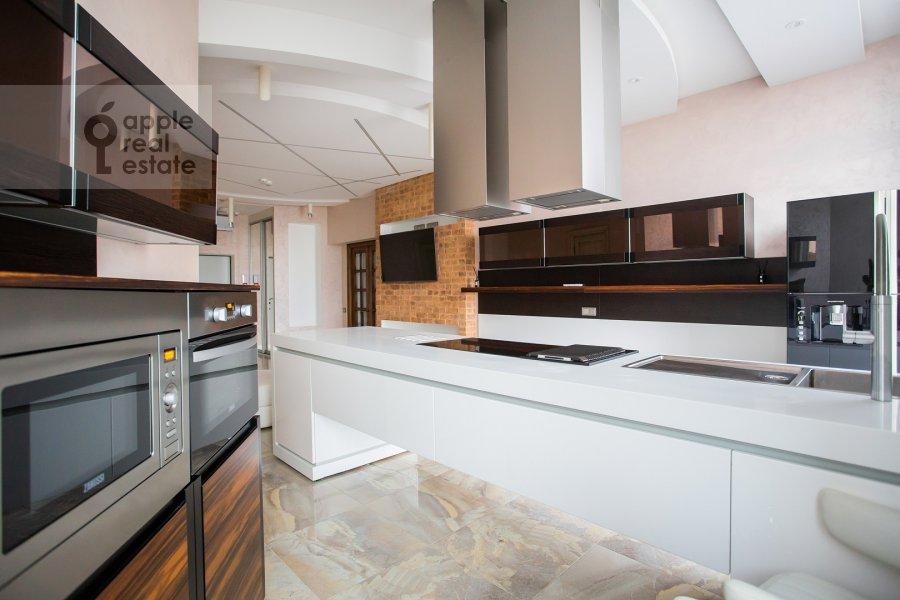 Kitchen of the 4-room apartment at Mosfil'movskaya ulitsa 8