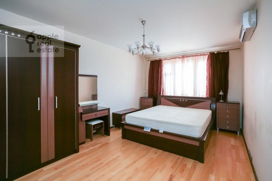 Bedroom of the 3-room apartment at Sokolinoy Gory 8-ya ul. 8k2
