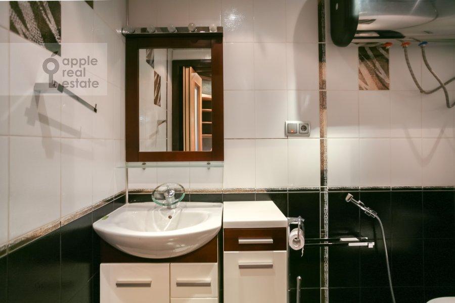 Bathroom of the 3-room apartment at Sokolinoy Gory 8-ya ul. 8k2
