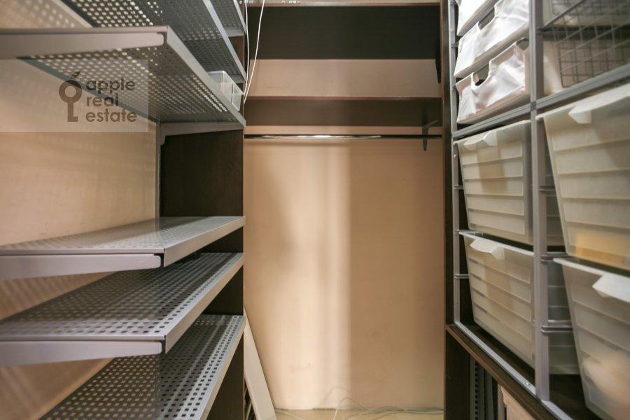 Walk-in closet / Laundry room / Storage room of the 3-room apartment at Sokolinoy Gory 8-ya ul. 8k2