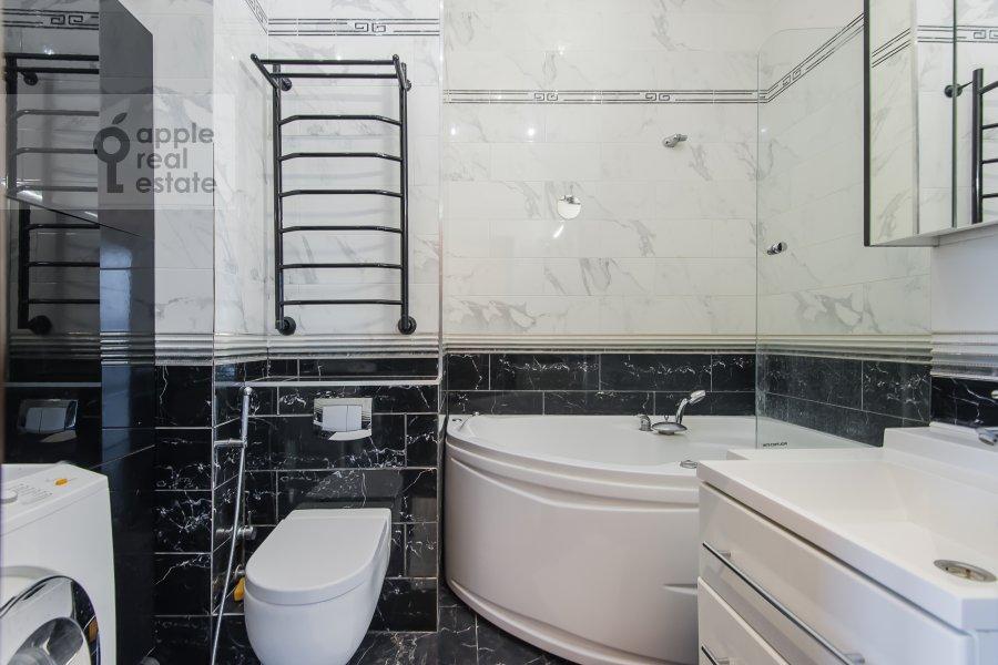 Bathroom of the 3-room apartment at Vernadskogo pr-t. 105k4