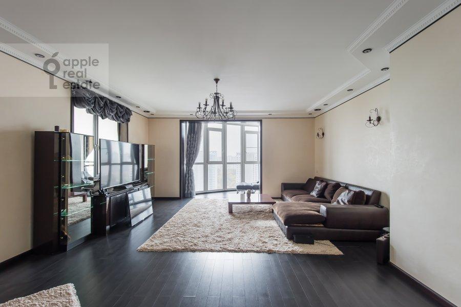 Living room of the 3-room apartment at Vernadskogo pr-t. 105k4