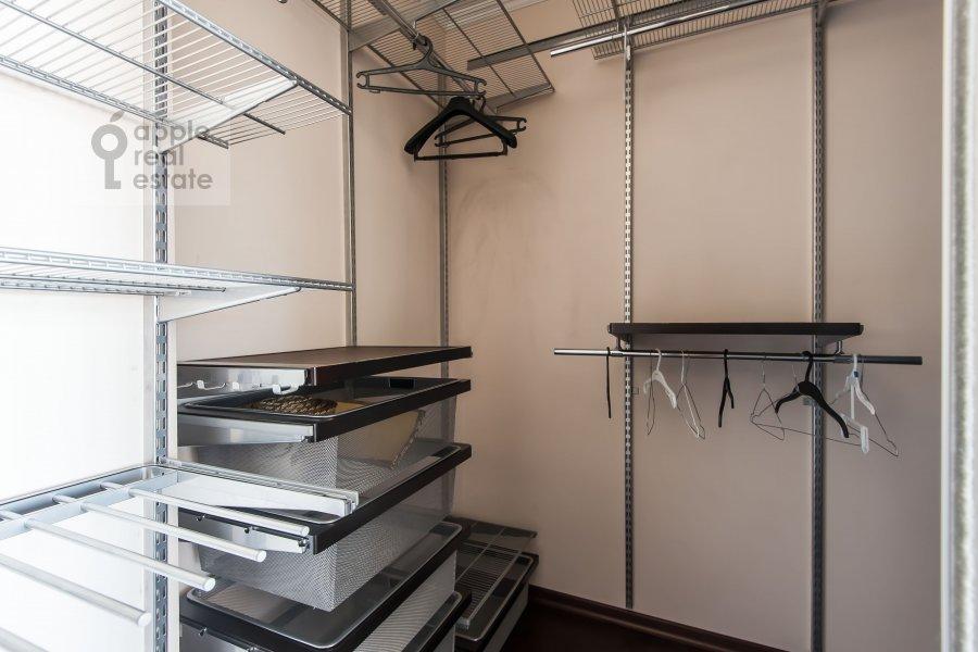 Гардеробная комната / Постирочная комната / Кладовая комната в 4-комнатной квартире по адресу 2-я Квесисская ул. 20к1