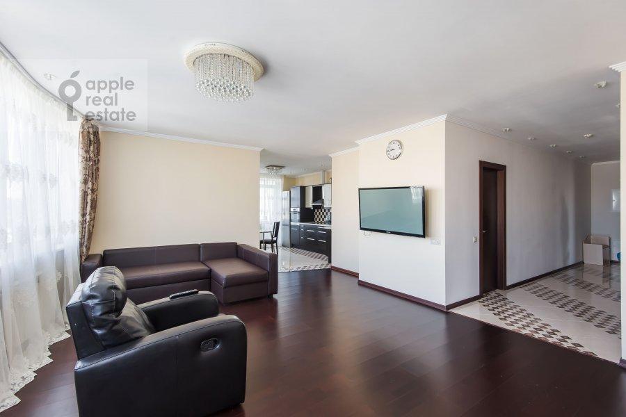 Гостиная в 4-комнатной квартире по адресу 2-я Квесисская ул. 20к1