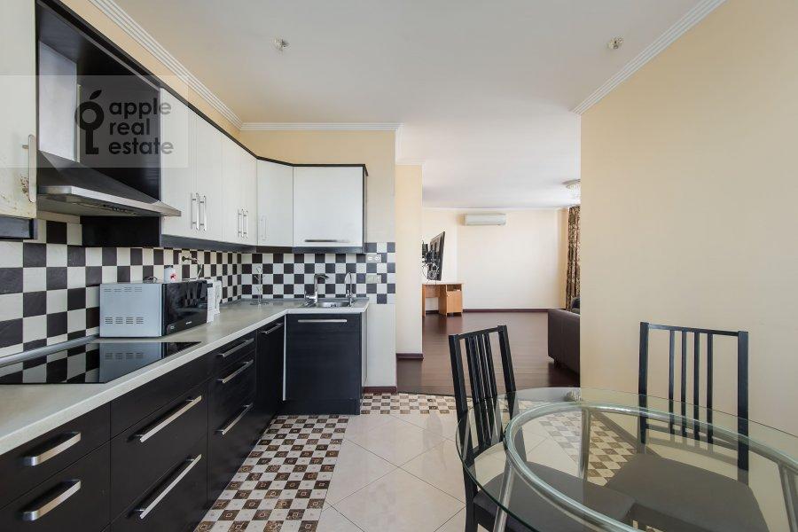 Кухня в 4-комнатной квартире по адресу 2-я Квесисская ул. 20к1