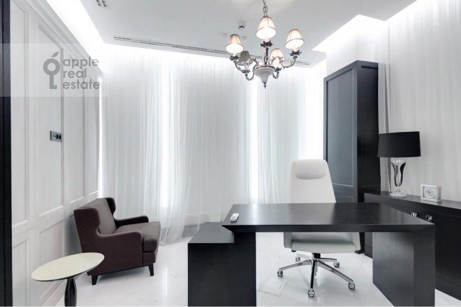 Bedroom of the 3-room apartment at Tsvetnoy bul'v. 2k1