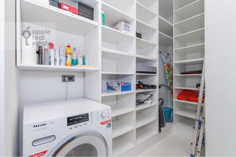 Walk-in closet / Laundry room / Storage room of the 3-room apartment at Tsvetnoy bul'v. 2k1
