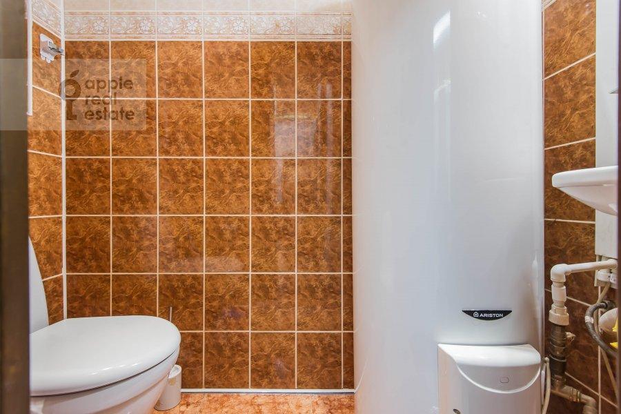 Bathroom of the 4-room apartment at Petrovskiy per. 5s9