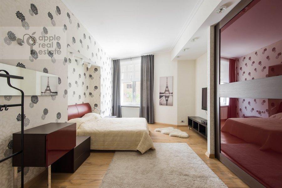 Bedroom of the 2-room apartment at Malyy Novopeskovskiy pereulok 8