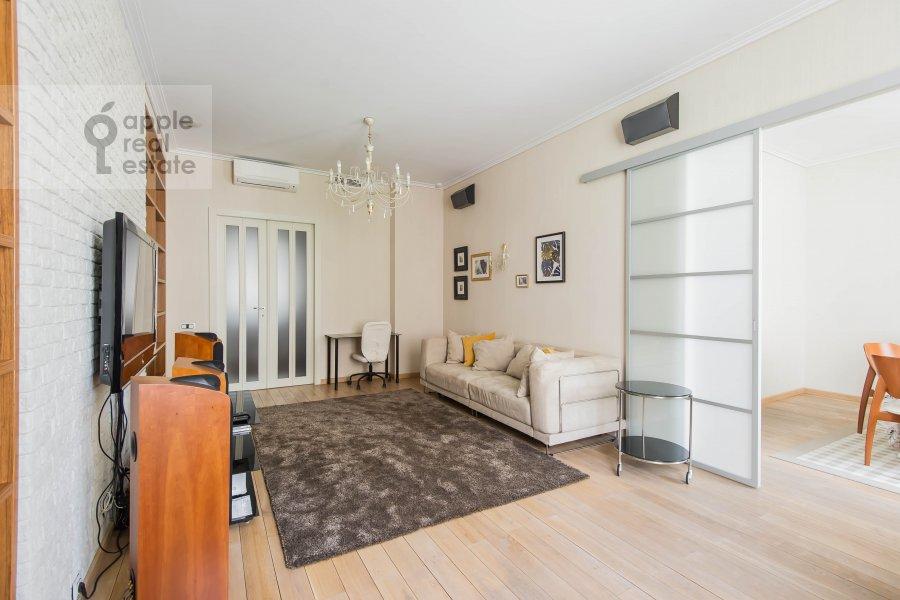 Living room of the 2-room apartment at Malyy Novopeskovskiy pereulok 8