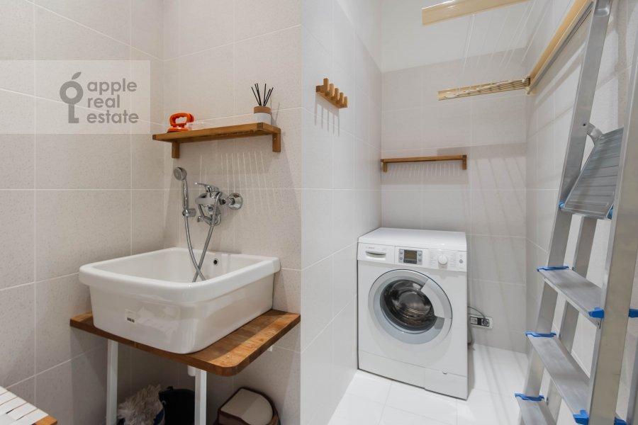 Walk-in closet / Laundry room / Storage room of the 2-room apartment at Malyy Novopeskovskiy pereulok 8