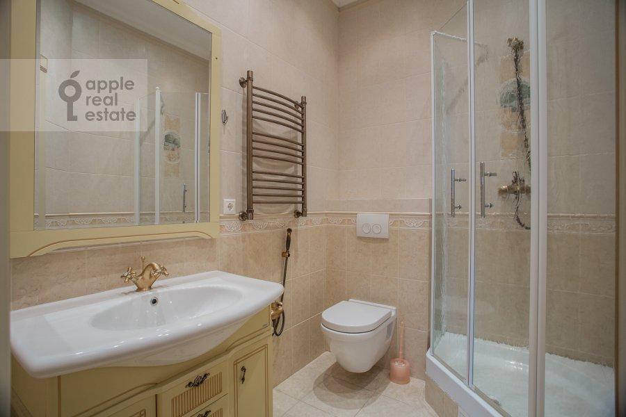 Bathroom of the 3-room apartment at ul. Studencheskaya 20k1