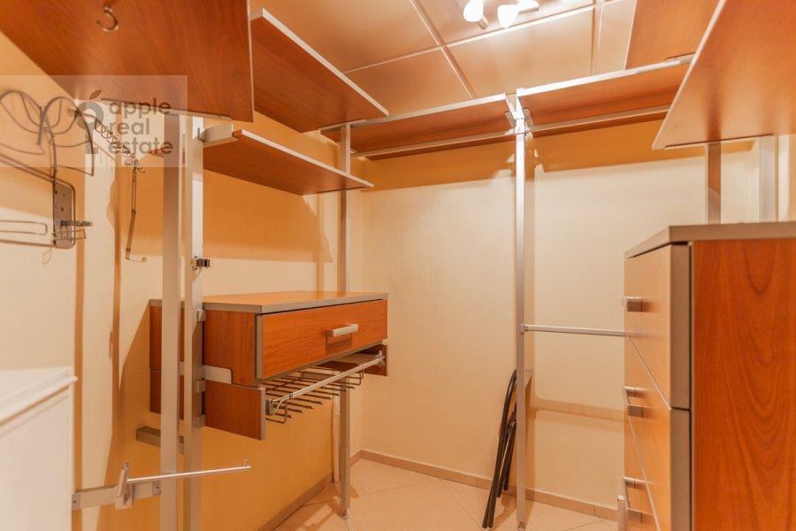 Гардеробная комната / Постирочная комната / Кладовая комната в 4-комнатной квартире по адресу Вернадского пр-т. 92