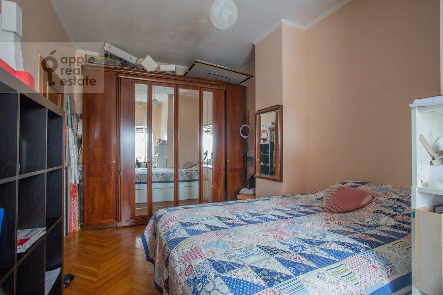 Bedroom of the 6-room apartment at Tatarskaya ul. 18