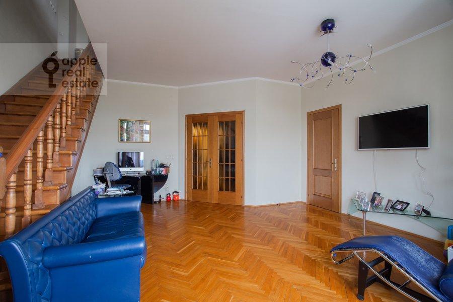 Living room of the 6-room apartment at Tatarskaya ul. 18