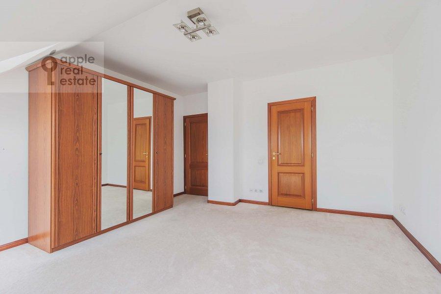 Спальня в 4-комнатной квартире по адресу Цветной бул. 16/1