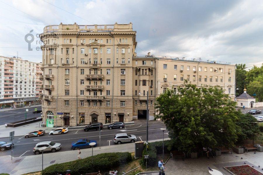 Вид из окна в 2-комнатной квартире по адресу Земляной Вал ул. 38-40/15с9