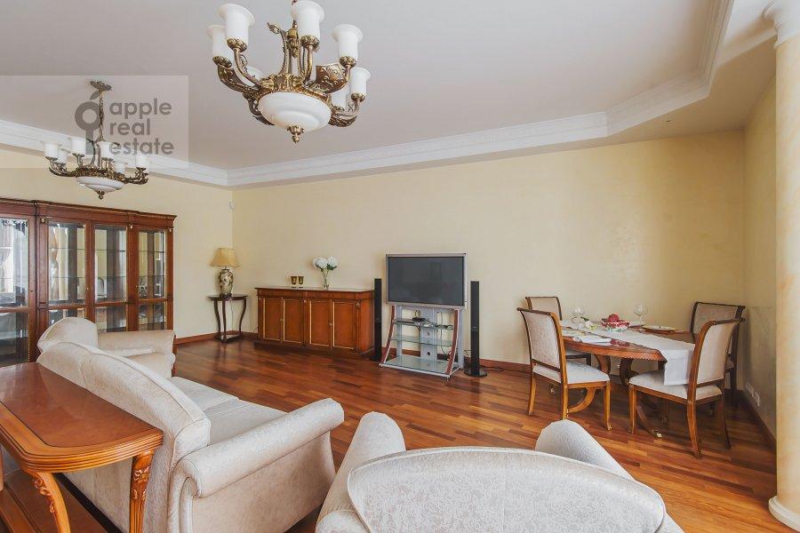 Living room of the 4-room apartment at Bronnaya Malaya ul. 25