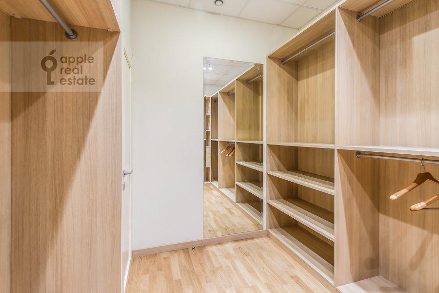 Walk-in closet / Laundry room / Storage room of the 2-room apartment at Polyanka Malaya ul. 2