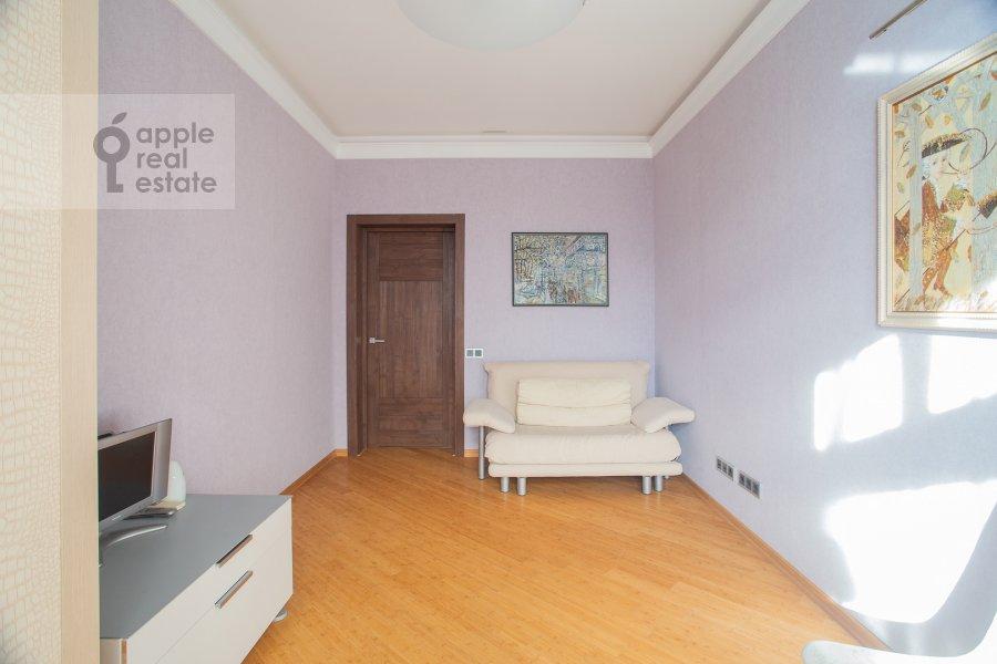 Children's room / Cabinet of the 3-room apartment at Pogorel'skiy per. 6