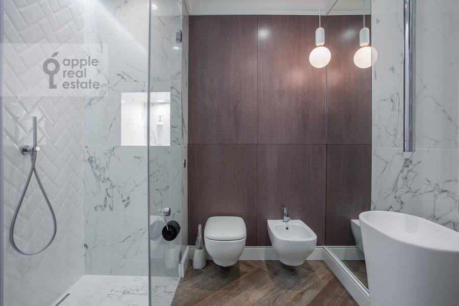 Bathroom of the 2-room apartment at Pogodinskaya ul. 4