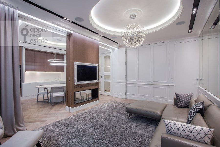 Living room of the 2-room apartment at Pogodinskaya ul. 4