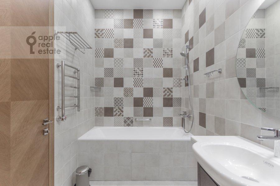 Санузел в 4-комнатной квартире по адресу Смоленский 1-й пер. 21