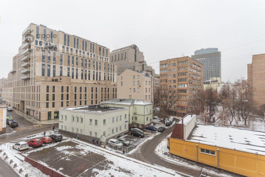 Вид из окна в 4-комнатной квартире по адресу Смоленский 1-й пер. 21
