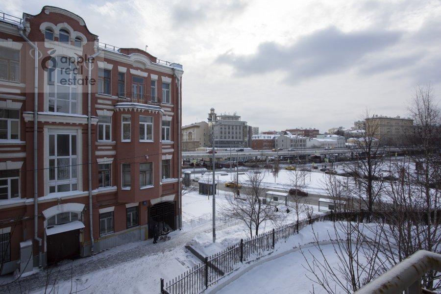 Вид из окна в 4-комнатной квартире по адресу Троицкая ул. 5