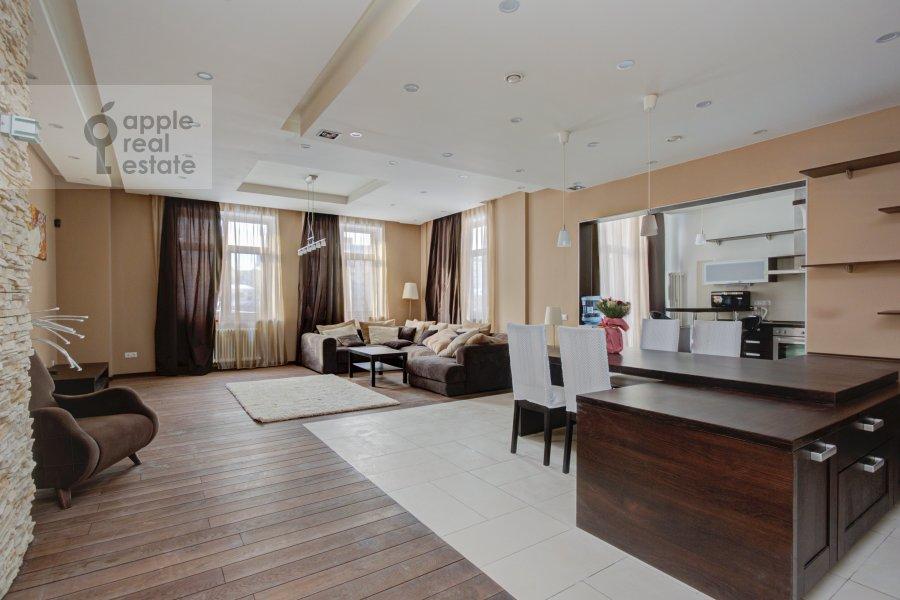 Living room of the 4-room apartment at Troitskaya ul. 5