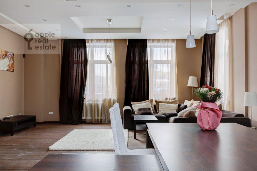 Кухня в 4-комнатной квартире по адресу Троицкая ул. 5