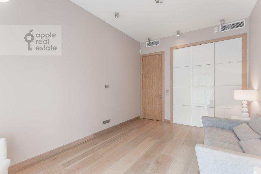 Children's room / Cabinet of the 3-room apartment at Dokhturovskiy pereulok 6