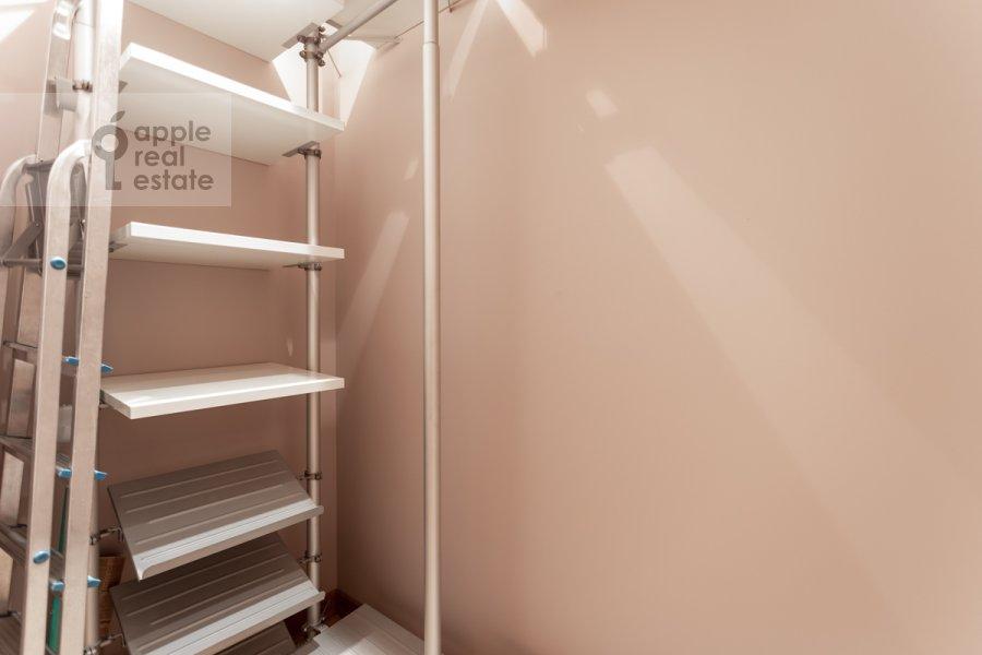 Walk-in closet / Laundry room / Storage room of the 3-room apartment at Dokhturovskiy pereulok 6