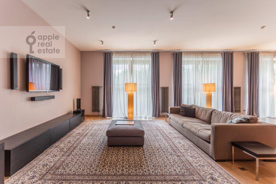 Living room of the 3-room apartment at Dokhturovskiy pereulok 6