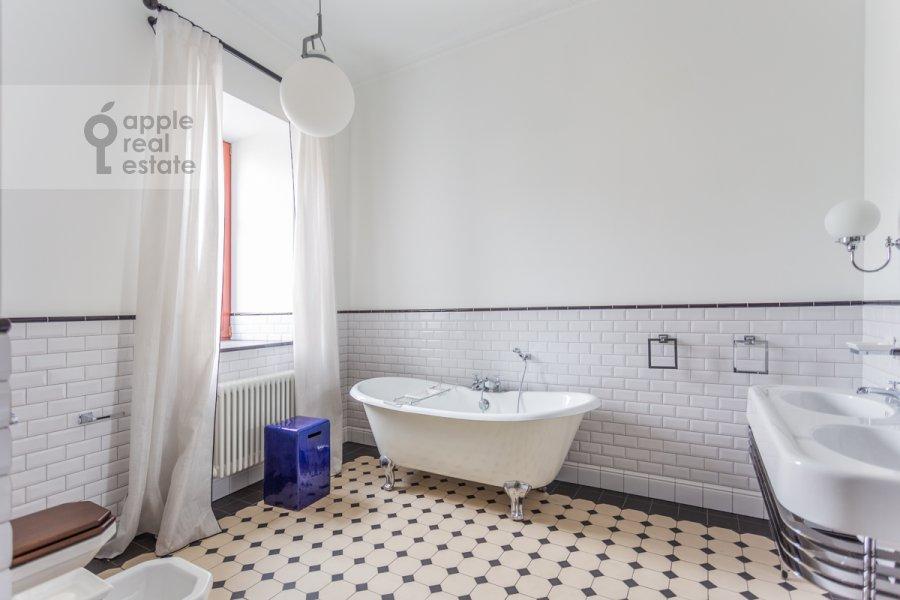 Санузел в 3-комнатной квартире по адресу Гоголевский бульвар 29
