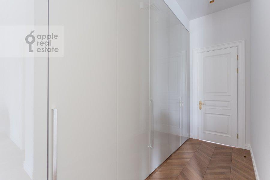Гардеробная комната / Постирочная комната / Кладовая комната в 3-комнатной квартире по адресу Гоголевский бульвар 29