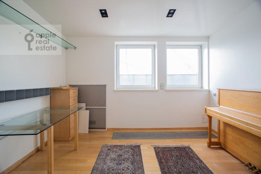 Children's room / Cabinet of the 5-room apartment at Dolgorukovskaya ul. 38s1