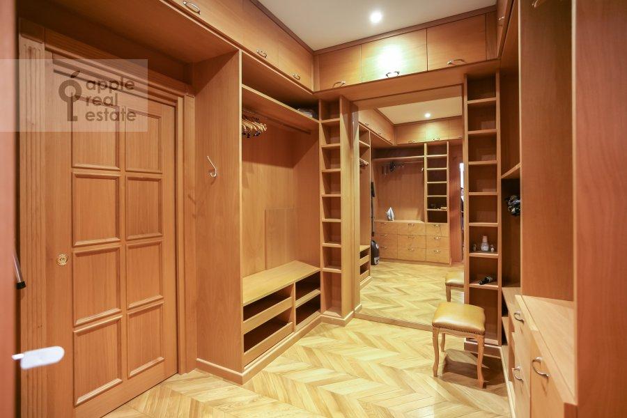 Гардеробная комната / Постирочная комната / Кладовая комната в 4-комнатной квартире по адресу м-н Северное Чертаново 1А
