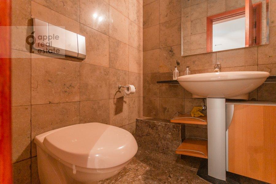 Санузел в 4-комнатной квартире по адресу Плотников пер. 13