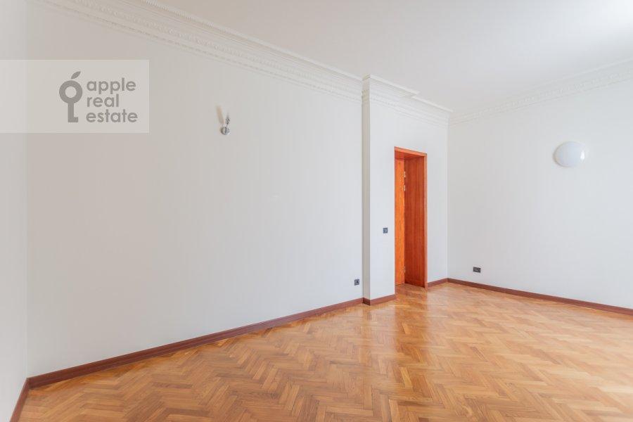 Спальня в 4-комнатной квартире по адресу Плотников пер. 13
