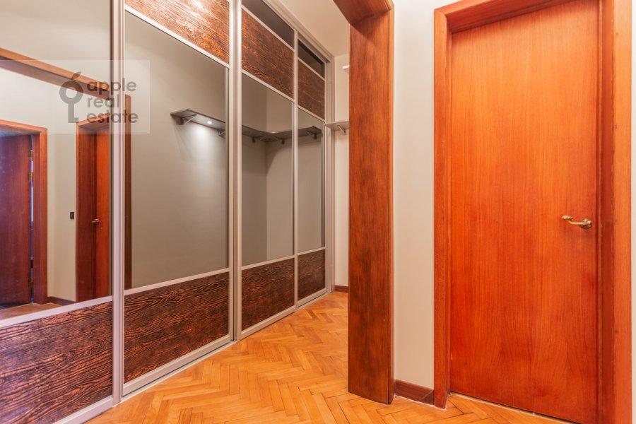 Гардеробная комната / Постирочная комната / Кладовая комната в 4-комнатной квартире по адресу Плотников пер. 13