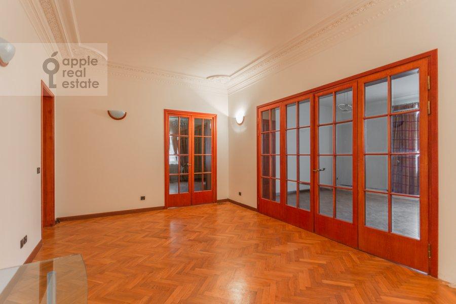 Гостиная в 4-комнатной квартире по адресу Плотников пер. 13